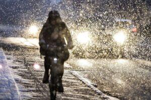Regn, slud og sne vil præge onsdagen. Arkivfoto