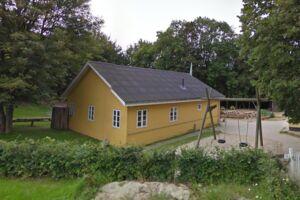Det syge barn nåede at gå ti dage i børnehaven Solsikkegård i Vejle, da det lige var skiftet fra vuggestue. Vejle Kommune oplyser, at alle forældre til børn, der har været i kontakt med det syge barn, er blevet orienteret.
