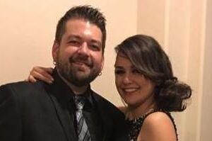 Mike Adkins og kæresten Allie Haze, som er pornostjerne.