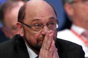 SPD-formand Martin Schulz står i dag overfor et skæbnevalg i Bonn. Hvis partiet siger til en stor koalition med Merkel, er han færdig. EPA/SASCHA STEINBACH