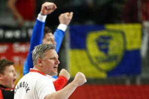 Nikolaj Jacobsen (hvid trøje) jubler over den danske semifinaleplads.