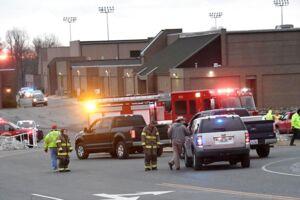Politiet var massivt til stede ved Marshall County High School i Benton, Kentucky efter skoleskyderiet.