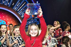 Mille med sang nummer 4: 'Til næste år' ses her med trofæet efter at have vundet Børnenes MGP i Gigantium Aalborg, lørdag den 17. februar 2018 .