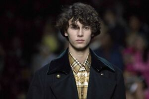 Prins Nikolai gik show for Burberry til London Fashionweek.