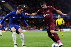 Andreas Christensen (tv) ærgrede sig efter kampen over den fejl, han begik, som FC Barcelona udnyttede til at score til 1-1, som blev resultatet af ottendedelsfinalen i Champions League.