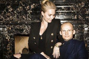 Hummel-ejer Christian Stadil ses her sammen med sin kæreste Alice Brunsø.