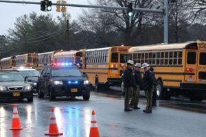 Politiet har lukket helt ned for skolen, efter flere elever er blevet skudt i en nyt skoleskyderi på Great Mills High School i Maryland.