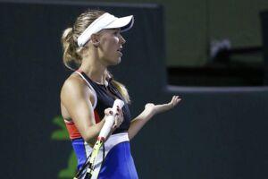 Danske Caroline Wozniacki mener, at hun blev udsat for truende tilråb under kampen mod Monica Puig til Miami Open. Men turneringsdirektøren afviser, at deres sikkerhedspersonale skulle have set eller hørt noget.