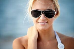 Du skal ikke kun iføre dig solbriller for modens skyld, men også for at beskytte øjne mod eventuelle solskader, fortæller to øjenlæger. Free/Colourbox