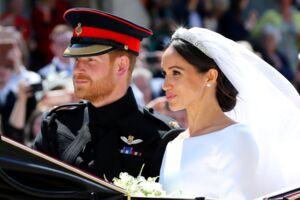 Meghan Markle og prins Harry forlod St George's Chapel i karet efter det royale bryllup lørdag.