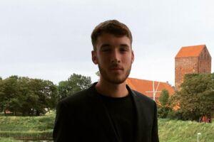 19-årige Daniel Hjorth var en af de elever på Slagelse Gymnasium, som dansede på bordene og drak alkohol i skoletiden.