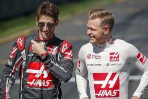 Haas-holdkammeraterne Romain Grosjean (tv.) og Kevin Magnussen.