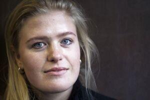 Maria Cort Rasmussen fik en ekstraregning på over 2.000 kroner af EF Sprogrejser kort før, hun skulle på sprogrejse til England. Det fik hendes far til at klage til Pakkerejseankenævnet, og nu er sagen endt for retten.