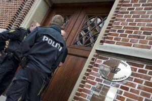 Politi foran Retten i Aarhus.