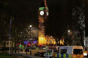 Onsdag aften meldes fem dræbte og mere end 40 sårede efter et terrorangreb onsdag eftermiddag ramte London.