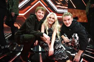 X-Factor semifinale den 24. marts 2017. I aften var det tid til årets X-Factor semifinale, hvor de 3 finalister skulle findes, og hvor deltagerne for første gang skulle optræde med to sange. Her er det gruppen Vkation, der måtte forlade X-Factor konkurrencen sammen med dommer Mette Lindberg.. (Foto: Ida Guldbæk Arentsen/Scanpix 2017)