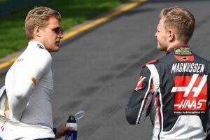 Kevin Magnussen og Marcus Ericsson bankede ind i hinanden tidligt i løbet i Australien.