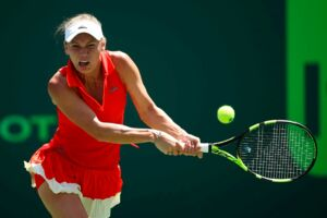 KEY BISCAYNE, FL - MARCH 27: Caroline Wozniacki of Denmark plays a backhand in her match against Garbine Muguruza of Spain at Crandon Park Tennis Center on March 27, 2017 in Key Biscayne, Florida. Julian Finney/Getty Images/AFP == FOR NEWSPAPERS, INTERNET, TELCOS & TELEVISION USE ONLY ==