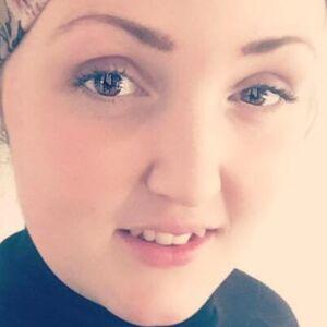 b1915cdcd58 Familietragedie tvang 24-årige Vicki til at få fjernet brysterne: Jeg  frygter for, hvad der vil ske, hvis jeg ikke gør det