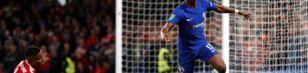 <p>Chelsea (blå trøjer) får hjemmebane mod Everton i ottendedelsfinalerne i Carabao Cup.</p>