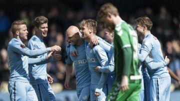 Randers FC (lyseblå trøjer) tævede OB med 4-0 og er sikre på en ny sæson i Superligaen.