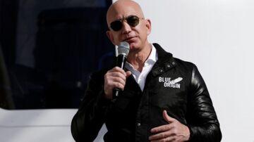 Manden bag Amazon - verdens største internetforretning - Jeff Bezos styrer nu direkte mod posten som verdens rigeste efter et overraskende godt regnskab. Arkivfoto: Isaiah J. Downing, Reuters/Scanpix