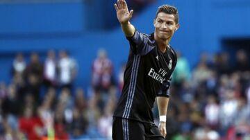 Cristiano Ronaldo viser sin kæreste frem for første gang.