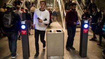 """""""Det lyder meget mystisk,"""" siger en ekspert om, at Metroens kontrollører tager billeder af folks ID, når de uddeler kontrolafgifter."""