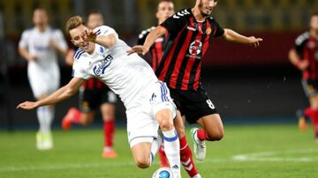 epa06109279 Stefan Spirovski (R) of FK Vardar vies for the ball against Jan Gregus (L) of Copenaghen during the UEFA Champions League third qualifying round, 1st leg match between FK Vardar and Copenaghen in Skopje, the Former Yugoslav Republic of Macedonia, 25 July 2017. EPA/GEORGI LICOVSKI