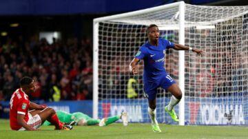 Chelsea (blå trøjer) får hjemmebane mod Everton i ottendedelsfinalerne i Carabao Cup.