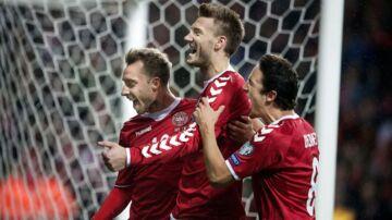Irland glæder sig til at møde Danmark, der her jubler over scoringen i VM-kvalifikationskampen mod Rumænien.