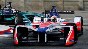 Formel E kører her i Hong Kongs gader.