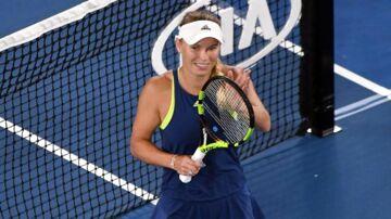 Caroline Wozniacki fejrer her sejren over Carla Suarez Navarro i kvartfinalen i Australian Open. Nu venter semifinalen, og her er der et spøgelse, som danskeren vil have gjort op med.