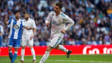 Cristiano Ronaldo scorede to mål for Real Madrid mod Deportivo la Coruña, men han fik sig også noget af et sæbeøje ved den ene scoring.