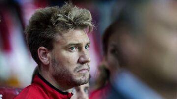 Meget tyder på, at Nickals Bendtner er single igen.