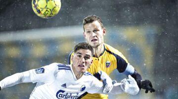 Det var en ekstra kold omgang for Hobros Mads Justesen, der ikke kom på banen mod Brøndby.