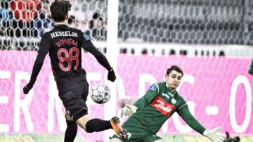 FC Midtjyllands Gustav Wikheim fik til sidst sendt bolden i nettet, der dermed gav den to meget vigtige point.