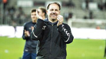 Brøndbys cheftræner Alexander Zorniger jubler efter sejren med Brøndbys fans i Alka Superliga mesterskabsspil kampen FC Midtjylland mod Brøndby IF på MCH-Arena i Herning, 19.april 2018.