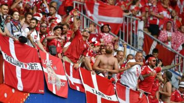 Danske fans til kampen mod Australien / AFP PHOTO / Fabrice COFFRINI / RESTRICTED TO EDITORIAL USE - NO MOBILE PUSH ALERTS/DOWNLOADS