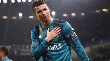 Cristiano Ronaldo skifter til italienske Juventus.