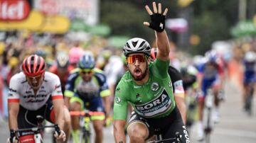 Peter Sagan jubler over sin tredje etapesejr i årets Tour de France.