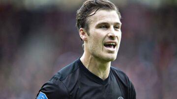 FC Midtjyllands Erik Sviatchenko mener alligevel ikke, at der var straffespark, da han væltede i kampen mod AaB.