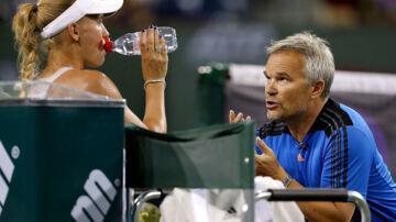 Michael Mortensen opgav i foråret 2014 jobbet som træner for Caroline Wozniacki, der her ses sammen med sin far Piotr.