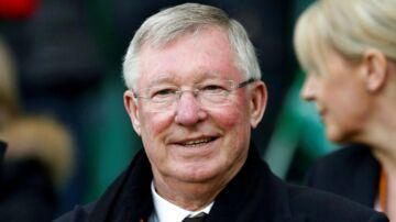 Sir Alex Ferguson har i dag for første gang siden han i maj blev opereret efter en hjerneblødning vist sig på Old Trafford i Manchester.