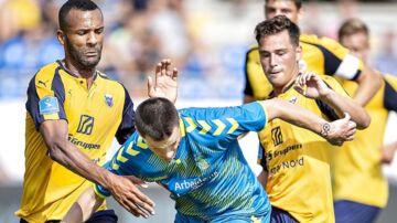 Brøndbys Ante Erceg mod tv. Hobros Yaw-Ihle Amankwah i Superliga-kampen mellem Hobro IK og Brøndby IF på DS Arena i Hobro , søndag 29. juli 2018.. (Foto: Henning Bagger/Ritzau Scanpix)