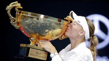 Wozniacki med trofæet fra China Open.