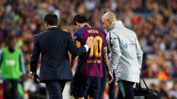 Lionel Messi udgik lørdag med en skade, der holder ham ude i tre uger.