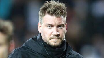 Nicklas Bendtner er tiltalt for at have slået og sparket chaufføren.