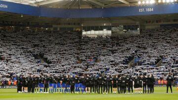 King Power Stadium i lørdags, hvor halstørklæderne blev holdt oppe under to minutters stilhed.