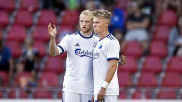 Nicolai Boilesen (tv.) sammen med Viktor Fischer i forbindelse med en Superligakamp.